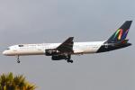 菊池 正人さんが、ロサンゼルス国際空港で撮影したナショナル・エアラインズ 757-236の航空フォト(写真)