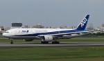 国府宮さんが、伊丹空港で撮影した全日空 777-281/ERの航空フォト(写真)