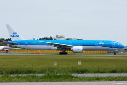 Tomo-Papaさんが、成田国際空港で撮影したKLMオランダ航空 777-306/ERの航空フォト(写真)
