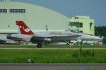 tomoMTさんが、茨城空港で撮影したアメリカ海兵隊 F/A-18C Hornetの航空フォト(写真)