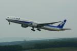 カメラマンあきさんが、新千歳空港で撮影した全日空 777-381の航空フォト(写真)