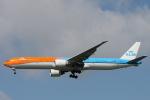 小牛田薫さんが、成田国際空港で撮影したKLMオランダ航空 777-306/ERの航空フォト(写真)