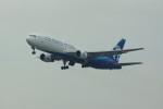 カメラマンあきさんが、新千歳空港で撮影したアジア・アトランティック・エアラインズ 767-383/ERの航空フォト(写真)