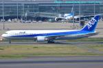 いおりさんが、羽田空港で撮影した全日空 767-381の航空フォト(写真)