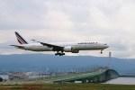 ガス屋のヨッシーさんが、関西国際空港で撮影したエールフランス航空 777-328/ERの航空フォト(写真)