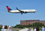 mojioさんが、成田国際空港で撮影したデルタ航空 767-332/ERの航空フォト(写真)