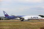 安芸あすかさんが、フランクフルト国際空港で撮影したラタム・エアラインズ・チリ 787-9の航空フォト(写真)