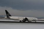 hachiさんが、新千歳空港で撮影した全日空 777-281の航空フォト(写真)