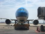 ハマペンさんが、上海浦東国際空港で撮影したKLMオランダ航空 777-306/ERの航空フォト(写真)