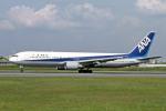 Gambardierさんが、伊丹空港で撮影した全日空 767-381の航空フォト(写真)