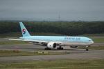 Tomochanさんが、新千歳空港で撮影した大韓航空 777-3B5/ERの航空フォト(写真)