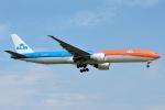 タヌキさんが、台湾桃園国際空港で撮影したKLMオランダ航空 777-306/ERの航空フォト(写真)