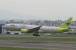 NAC 稜大さんが、福岡空港で撮影したジンエアー 777-2B5/ERの航空フォト(写真)