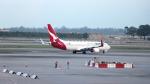 誘喜さんが、シンガポール・チャンギ国際空港で撮影したカンタス航空 737-838の航空フォト(写真)