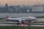 Leporelloさんが、羽田空港で撮影した日本航空 777-246の航空フォト(写真)