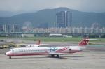 xiel0525さんが、台北松山空港で撮影した遠東航空 MD-82 (DC-9-82)の航空フォト(写真)