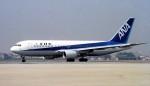ハミングバードさんが、伊丹空港で撮影した全日空 767-281の航空フォト(写真)