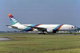 Gambardierさんが、福岡空港で撮影した日本エアシステム 777-289の航空フォト(写真)