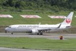 プルシアンブルーさんが、青森空港で撮影した日本航空 737-846の航空フォト(写真)