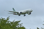 龙エアーさんが、成田国際空港で撮影したアリタリア航空 777-243/ERの航空フォト(写真)