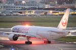 たかきさんが、福岡空港で撮影した日本航空 777-246の航空フォト(写真)