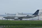 よしポンさんが、成田国際空港で撮影した中国東方航空 A330-243の航空フォト(写真)