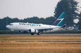 チャッピー・シミズさんが、アボッツフォード国際空港で撮影したウェストジェット 737-7CTの航空フォト(写真)