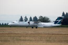 チャッピー・シミズさんが、アボッツフォード国際空港で撮影したウェストジェット・アンコール DHC-8-402Q Dash 8の航空フォト(写真)