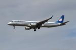 さんみさんが、ロンドン・ガトウィック空港で撮影したベラヴィア航空 ERJ-190-200 LR (ERJ-195LR)の航空フォト(写真)
