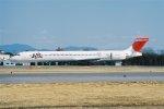 ゴンタさんが、名古屋空港で撮影した日本航空 MD-90-30の航空フォト(写真)