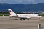 E-75さんが、函館空港で撮影したTAG エイビエーション・アジア BD-700-1A10 Global 6000の航空フォト(写真)