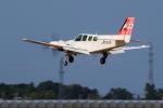 noriphotoさんが、札幌飛行場で撮影したジェイピーエー 58 Baronの航空フォト(写真)