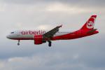 PASSENGERさんが、フランクフルト国際空港で撮影したエア・ベルリン A320-214の航空フォト(写真)