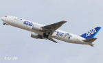 RINA-200さんが、小松空港で撮影した全日空 767-381/ERの航空フォト(写真)