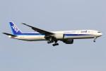 hidetsuguさんが、新千歳空港で撮影した全日空 777-381/ERの航空フォト(写真)