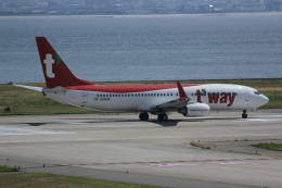 いっとくさんが、関西国際空港で撮影したティーウェイ航空 737-8KNの航空フォト(写真)