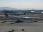 誘喜さんが、福岡空港で撮影した日本航空 777-246の航空フォト(写真)