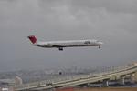 妄想竹さんが、関西国際空港で撮影した日本航空 MD-81 (DC-9-81)の航空フォト(写真)