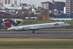 hiko_chunenさんが、伊丹空港で撮影した日本航空 MD-81 (DC-9-81)の航空フォト(写真)