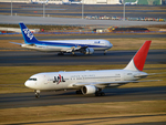 たぁさんが、羽田空港で撮影した日本航空 767-246の航空フォト(写真)