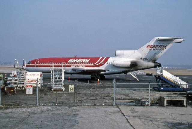 エメリー・ワールドワイド Boeing 727-100 N420EX ジェネラル・ミッチェル国際空港  航空フォト | by Gambardierさん