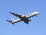 pikaさんが、羽田空港で撮影した全日空 767-381の航空フォト(写真)