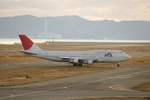 しんさんが、関西国際空港で撮影した日本航空 747-346の航空フォト(写真)