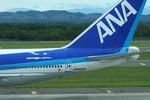 tomoMTさんが、新千歳空港で撮影した全日空 747-481(D)の航空フォト(写真)