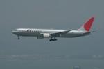 しんさんが、香港国際空港で撮影した日本航空 767-346F/ERの航空フォト(写真)