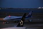 JA802Aさんが、羽田空港で撮影した全日空 747-481(D)の航空フォト(写真)