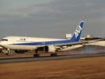 こうちゃんさんが、伊丹空港で撮影した全日空 767-381の航空フォト(写真)