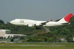 倉庫長さんが、福岡空港で撮影した日本航空 747-446の航空フォト(写真)