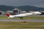 JA504Kさんが、伊丹空港で撮影した日本航空 MD-81 (DC-9-81)の航空フォト(写真)