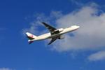 たろさんが、那覇空港で撮影した日本航空 777-246の航空フォト(写真)